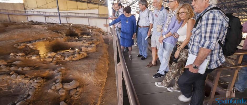visitantes-en-la-cueva-pintada