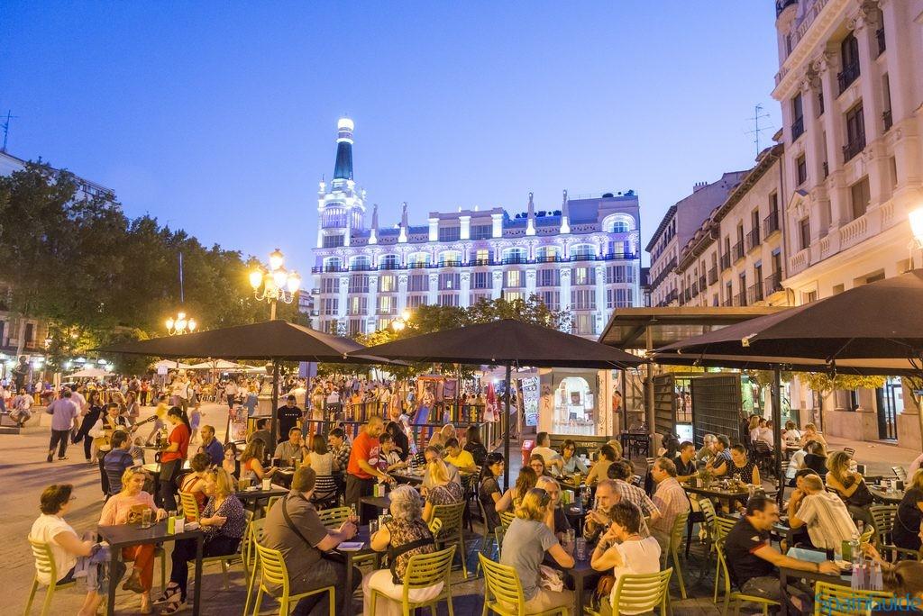Ночь в Мадриде - кафе под открытым небом