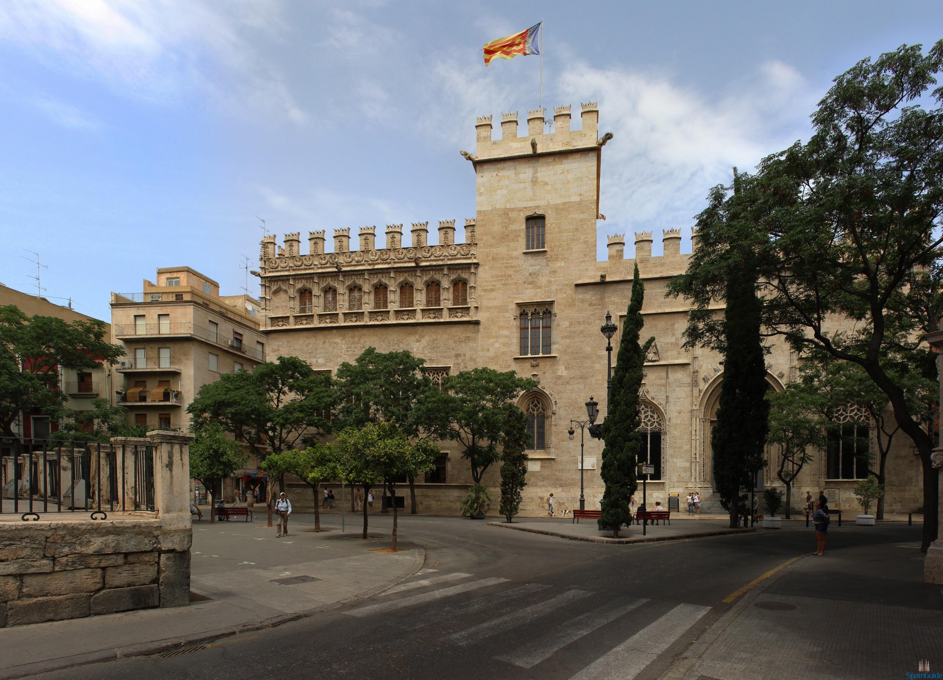 Fachada_de_la_Lonja_de_la_Seda_en_Valencia