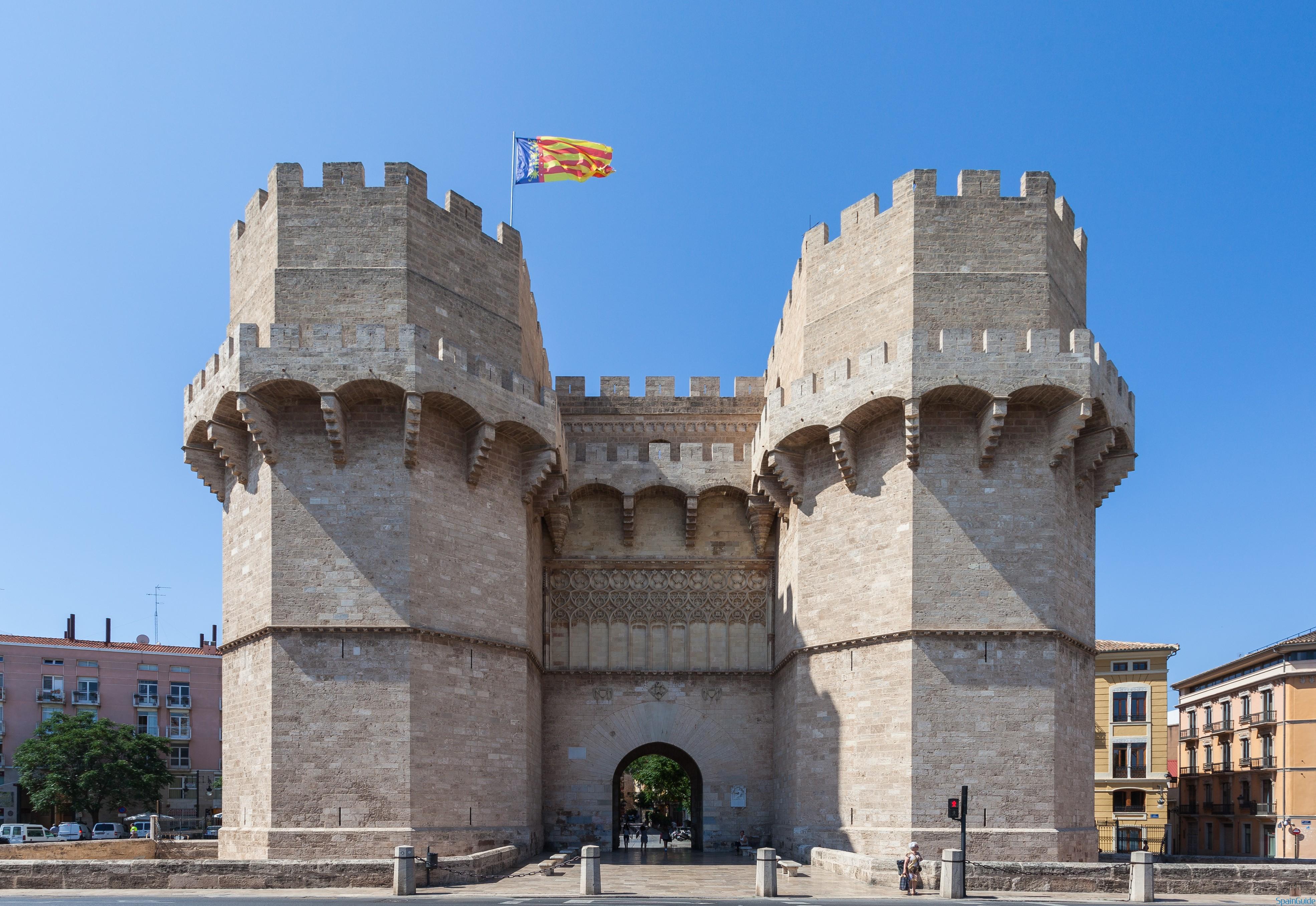 Puerta_de_los_Serranos,_Valencia,_España,_2014-06-30,_DD_86